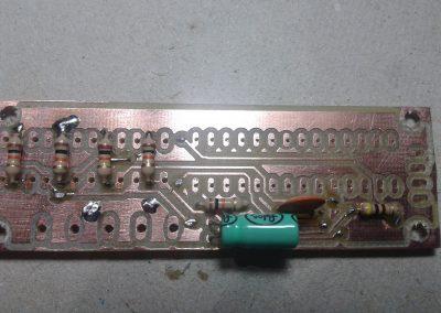 PCB y condensadores soldados.