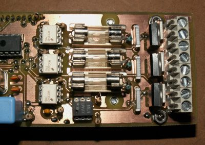 Insoladora detalle fusibles, optoacopladores,detector alterna y triacs