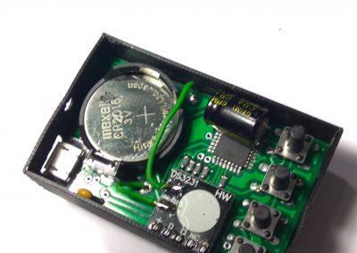 Insertamos reloj en la caja.
