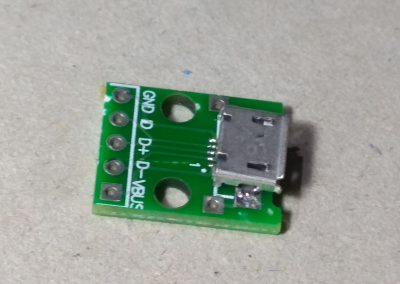 Adaptador micro USB.