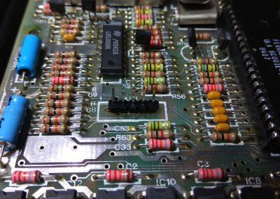 Sustituido conector de membrana por tira de pines de 5x1.