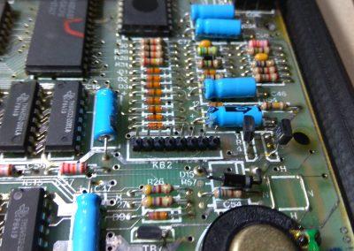 Sustituido conector de membrana por tira de pines de 8x1.