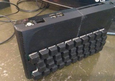 Vista de caja superior con el teclado.