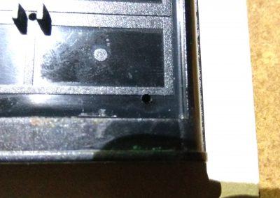 Detalle taladro para fijar teclado a ZX Spectrum original. 2 de 4.
