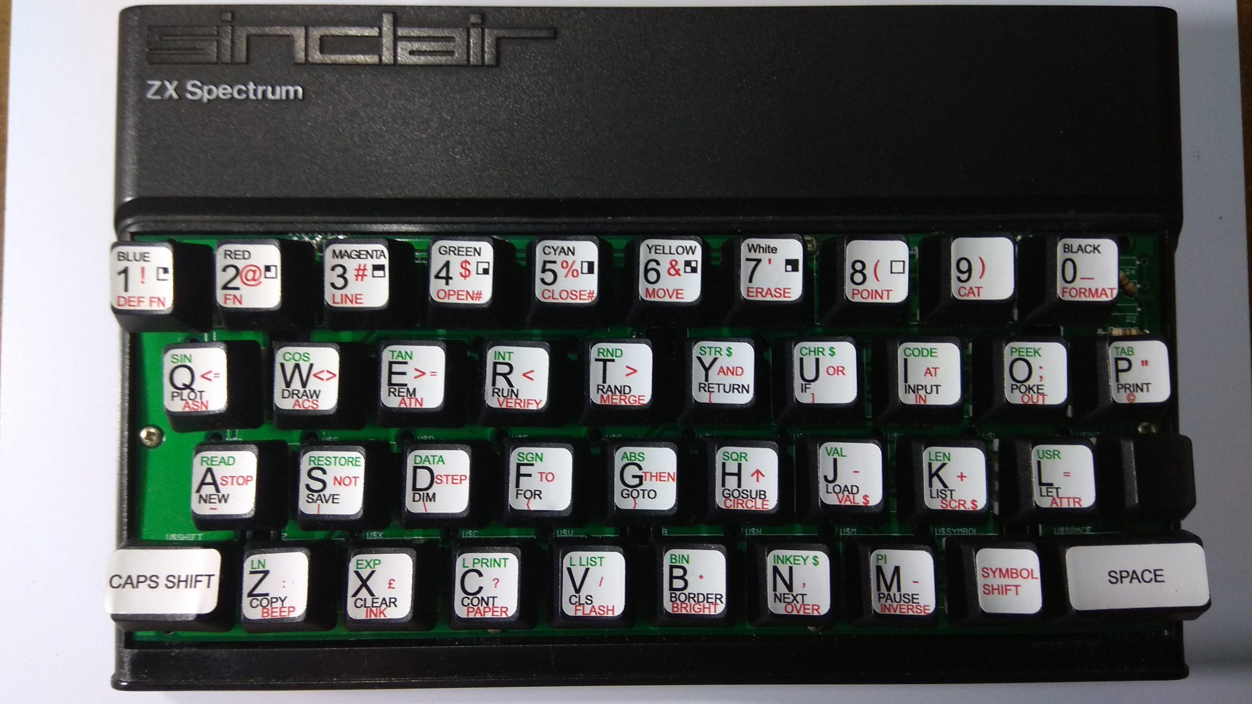 Vista superior spectrum original con teclado mecánico.