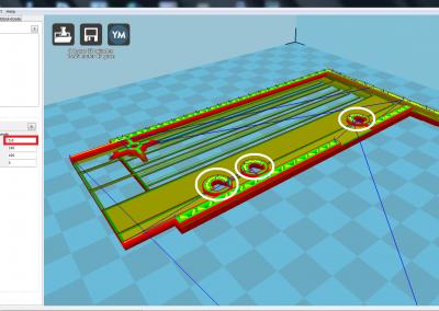 Vista de la pìeza 3D a imprimir de la tapa del ZX spectrum parte izquierda; hacer pausa en cota z=5,6 mm para insertar 3 tuercas de M3 .