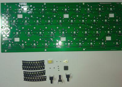 Vista completa de los componentes implicados en el teclado.