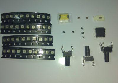 Vista en detalle de los componentes implicados en el teclado. Excepto los pulsadores el resto son SMD.
