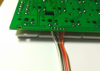 Cables de datos soldados a PCB.