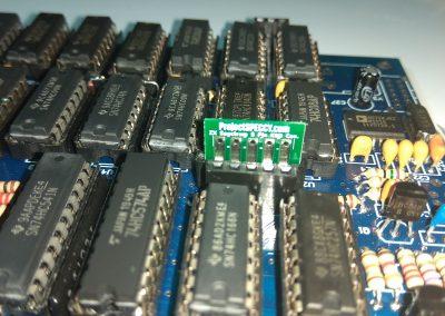 Al igual que con las filas, Se observa que el PCB entra en el conector. Pero queda muy perpendicular y no dejará cerrar la caja.
