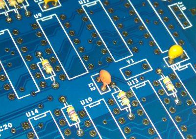 Condensador C2 100pF.