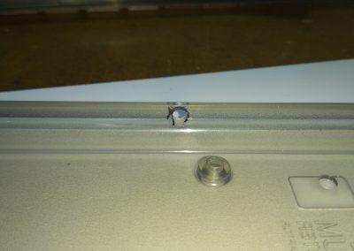 Orificio realizado para poder pasar el pulsador de reset que trae este harlequin. Vista interior.