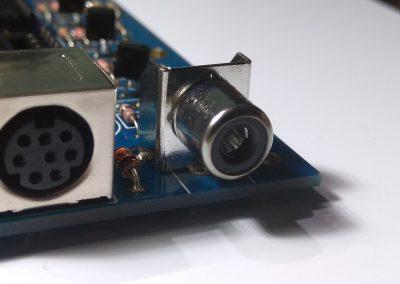 Conector RCA para salida de vídeo compuesto soldado.