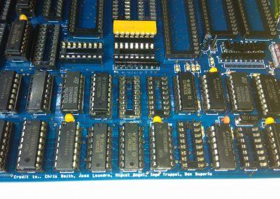 3 74HC138 insertados en zócalos.