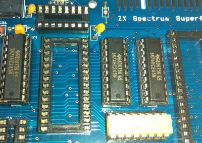 3 74HC245 insertados en zócalos.