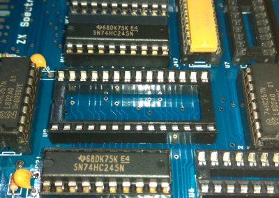 2 74HC257 insertados en zócalos.