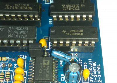 1 74HC86 insertados en zócalos.