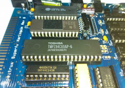 1 Z80A (CPU) insertado en zócalo.