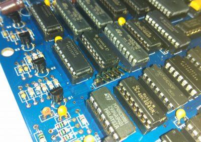 Tiras de pines acodadas para columnas del teclado. Si se va ha usar teclado de membrana usar Keyboard RCPT 5 poles que trae el kit.