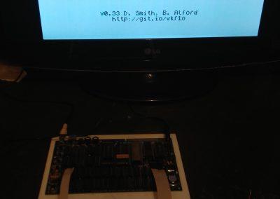 Harlequin funcionando con teclado mecánico y ROM testeo